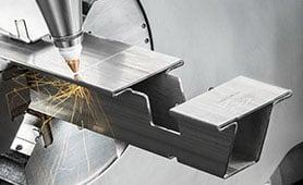Correzione automatica dei parametri di taglio laser al variare dello spessore