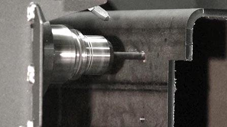 A sonda detecta as deformações do tubo para corrigir as trajetórias de corte