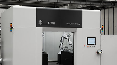 3D laser cutting robot accessible from multiple points.