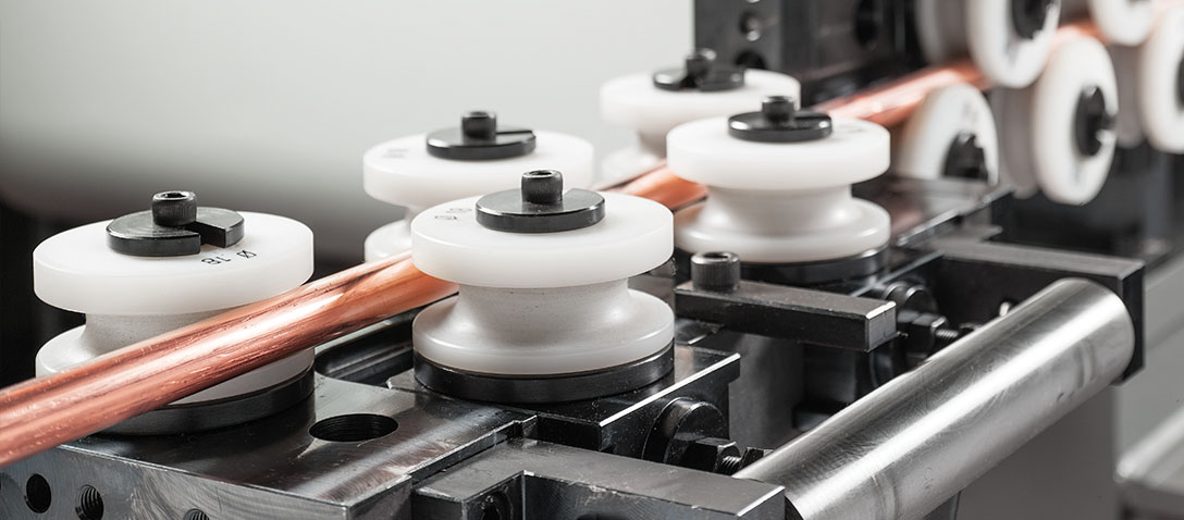 Sistema di raddrizzatura del tubo da coil per macchina sagomatrice, curvatubi e segatrice.