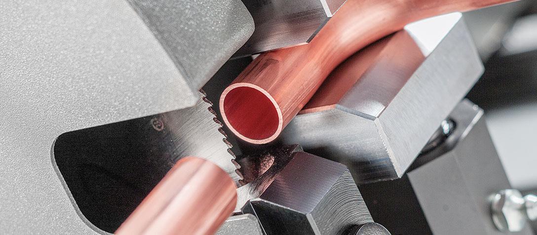 Corte  con disco en la  dobladora de tubos automática CNC a partir de bobina