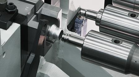 Schneller Werkzeugwechsel an den Schubstationen einer Rohrumformmaschine
