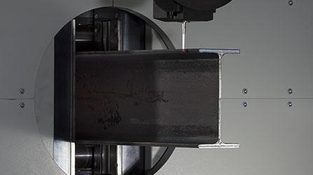 Tastatore rileva le deformazioni del tubo per correggere le traiettorie di taglio