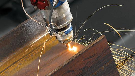 Découpe laser sur profil IPE rouillé