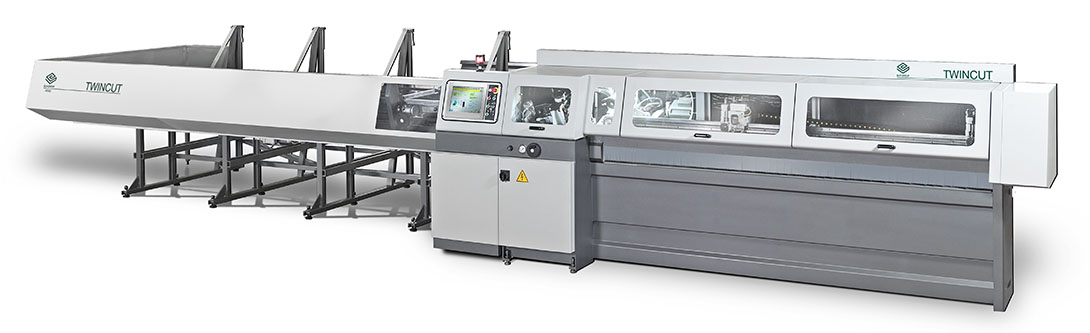 Automatic cutting system for tubes.